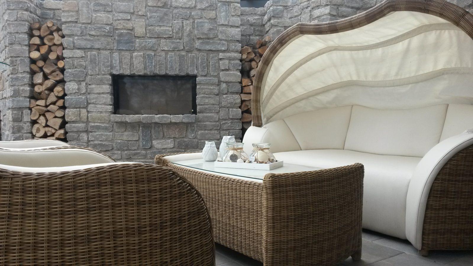 Sitzecke mit Feuerstelle Outdoormöbel